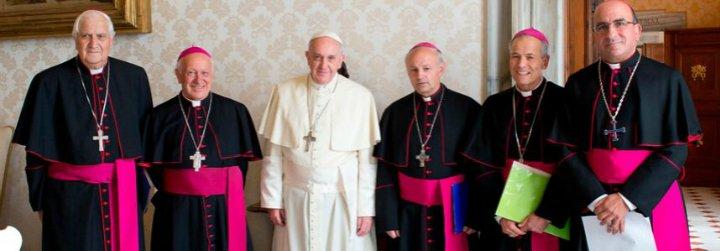 """Los obispos chilenos advierten de la """"profunda desconfianza"""" del pueblo """"por la colusión entre política y dinero"""""""