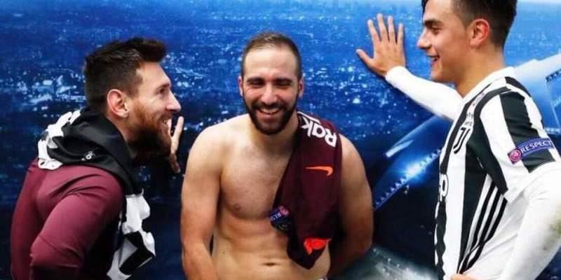 Messi traiciona a Higuaín subiendo una foto a Facebook en la que se ve la 'barriga' del Pipa sin camiseta