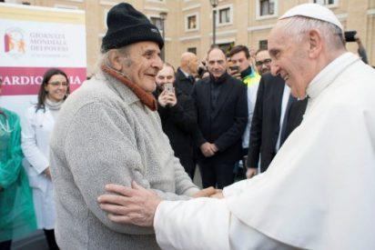 Visita sorpresa del Papa al hospital móvil para los indigentes