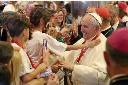 """Papa: """"La ternura de Dios se refleja en los niños inocentes"""""""