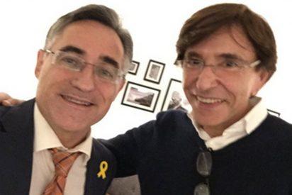 El ridículo del eurodiputado del PDeCAT tras pedirle una foto al ex primer ministro belga