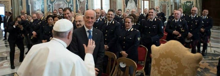 """Francisco, a la Policía italiana: """"Es importante que el uso de la fuerza no degenere jamás en violencia"""""""