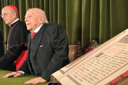 Jiménez Lozano recibe la Cruz 'Pro Ecclesia et Pontifice'