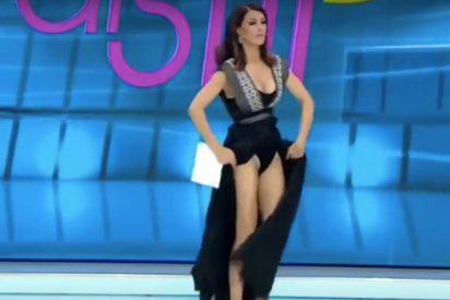 """La divertida reacción de esta presentadora de TV al sentir una """"araña"""" bajo su vestido"""