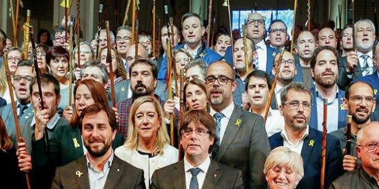 El viaje de los 187 alcaldes en avión privado para su aquelarre belga se pagó con fondos públicos
