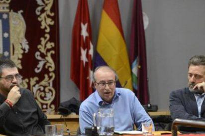 Carmena quita la bandera de España y pone la republicana para agradar a Podemos, Bildu y ERC