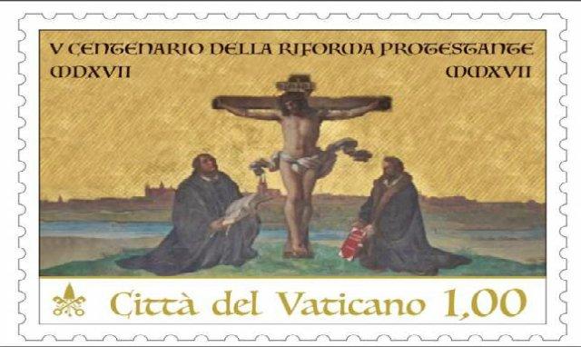 El Vaticano saca un sello con Lutero y Melanchthon al pie de la cruz