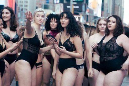 Modelos 'curvy' colapsan Times Square en contra de las 'flacas' de Victoria's Secret