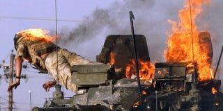 Así manda con Alá el 'Cazador Nocturno' a unas ratas del ISIS que van en un tanque