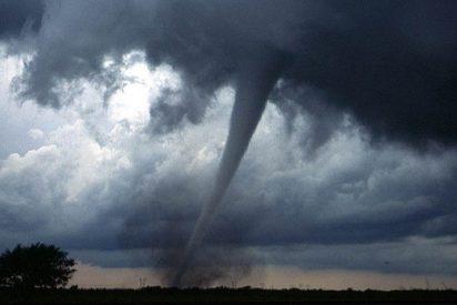 [VIDEO] Imágenes espeluznantes de la devastación creada por un tornado en una ciudad de EEUU