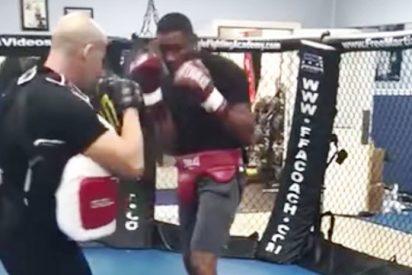 El boxeador cubano Yunier Dorticós noquea a su propio entrenador
