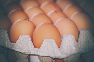 ¿Sabes por qué no debes calentar jamás un huevo duro en el microondas?