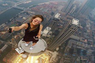 Los 10 selfies más peligrosos que se hace el personal
