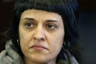 El estacazo de la Guardia Civil a una despistada Anna Gabriel que le amarga el 21-D