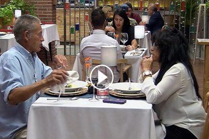 'First Dates': Ana le explica a Manuel las claves para hacer un huevo frito en el microondas