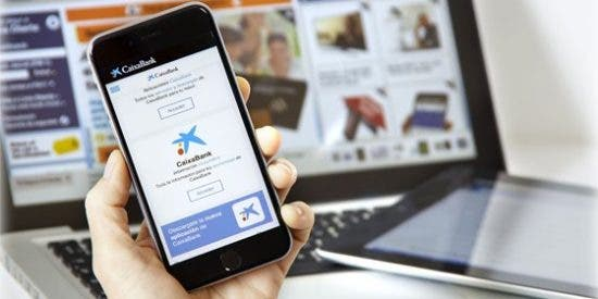 CaixaBank supera el millón de clientes que firman sus operaciones de banca digital con el móvil