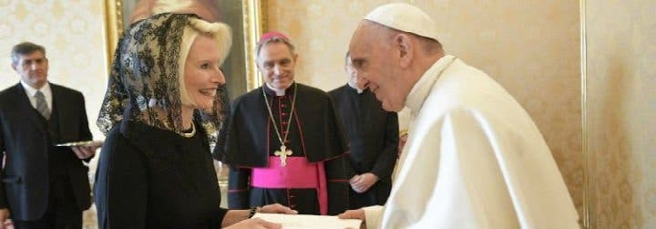 Callista Gingrich: la 'cara amable' de Trump llega al Vaticano