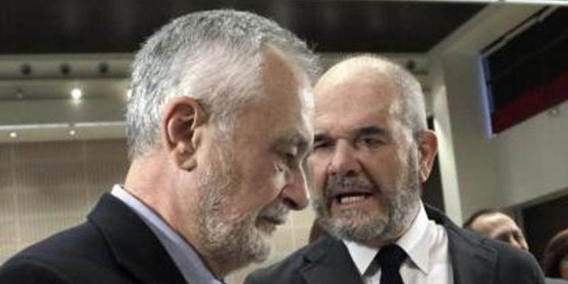 Chaves y Griñán, expresidentes del PSOE andaluz, se sientan en el banquillo para el juicio de los ERE