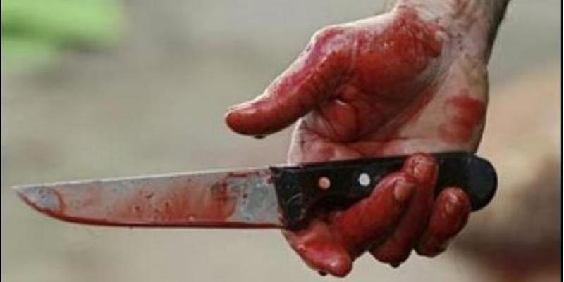 Un desalmado asesina a puñaladas a su mujer delante de sus tres hijos pequeños