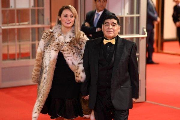 El ridículo look de Diego Maradona en el sorteo del Mundial 2018 y su surrealista explicación
