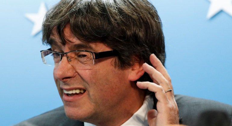 """Hasta la sufrida madre de Puigdemont se queja de su extraña conducta: """"No me llama"""""""