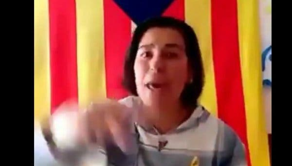 """No se pierda a esta energúmena independentista: """"Que os den por culo, si queréis trabajar, iros a España"""""""