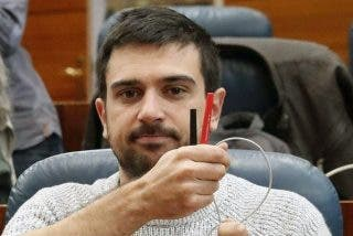 Espinar se lleva un 'zasca' hemeroteco en Twitter por sensibilizarse con según qué víctimas