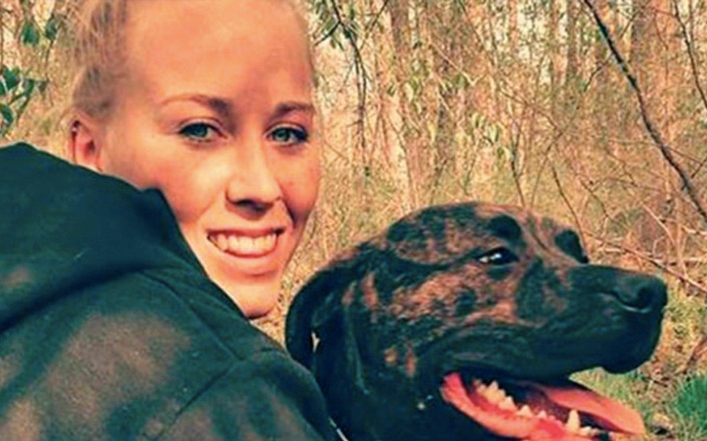 Esta joven fue devorada por sus dos perros mientras paseaba en un bosque