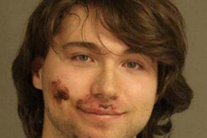 Este tipo puso esta cara en la foto policial tras matar brutalmente a su madre