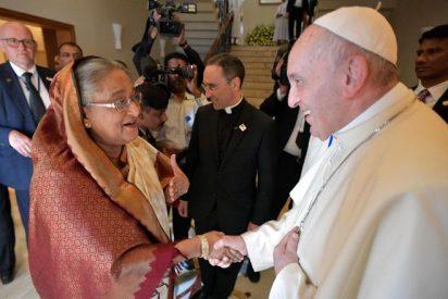 Francisco regresa a Roma tras concluir su visita a Bangladesh