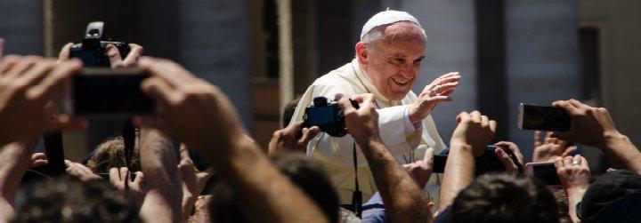 """Dominique Wolton: """"Francisco es un Papa muy original, que habla como un laico y no es un sacerdote al uso"""""""