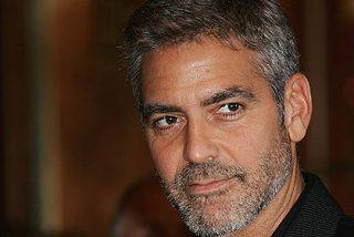 George Clooney reunió a 14 amigos a cenar y regaló una bolsa con un millón dentro a cada uno