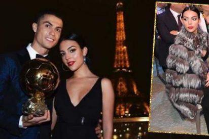 La bella Georgina se luce en la noche de Cristiano Ronaldo con un abrigo de 4.000 euros