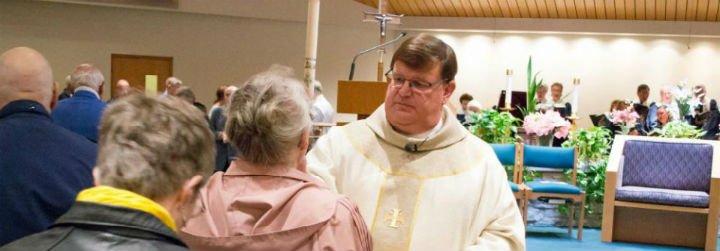 """""""¡Soy sacerdote y sí, soy gay!"""""""