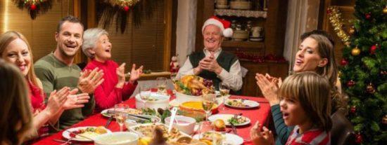 Nochebuena: 20 temas de conversación para no acabar a leches con la familia en la cena navideña