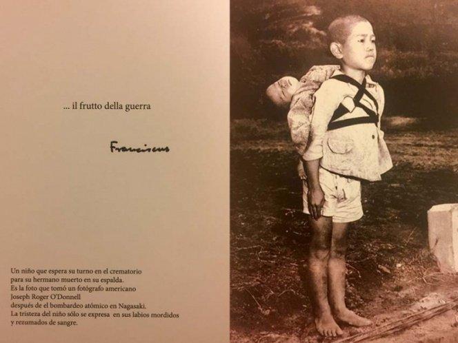 El Papa despide el año con una desgarradora foto de unos niños en Nagasaki