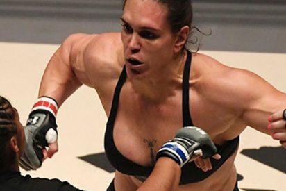Los 12 kilos de sobrepeso de esta luchadora brasileña cabrean así a su rival