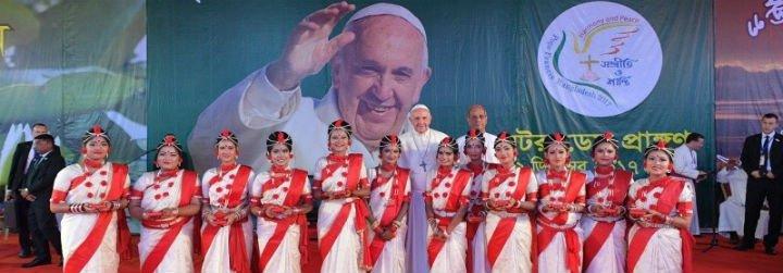 """El Papa a los jóvenes: """"No os paséis todo el día al teléfono, ignorando el mundo"""""""