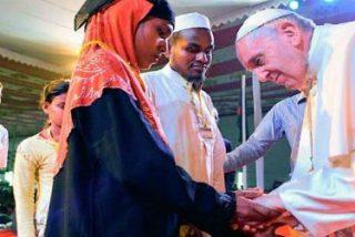 El Papa escucha, consuela y bendice a 18 miembros de los refugiados rohingya: