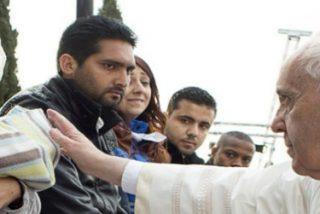 """Francisco insiste en la necesidad de ofrecer a los refugiados """"amor, amistad y cercanía humana"""""""