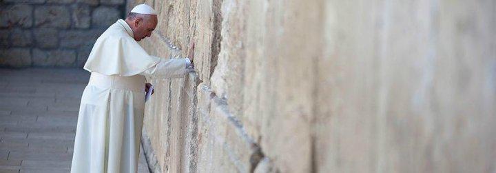 """El Papa insta a los líderes mundiales a evitar una """"nueva espiral de violencia"""" en Oriente Medio"""
