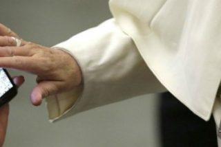 """""""Es falso que el Papa utilice WhatsApp. No manda mensajes, ni bendiciones, a través de este medio"""""""