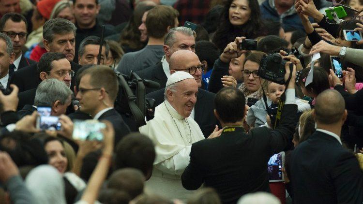"""Francisco, a los teólogos: """"Asuman la tarea de repensar la Iglesia para que sea conforme al Evangelio"""""""