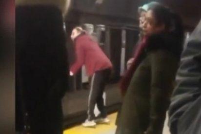 Un youtuber colocado 'embiste' al metro en Toronto y se rompe la crisma