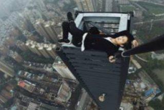 El vídeo del acróbata que filma su propia muerte cayendo desde un rascacielos de 62 pisos