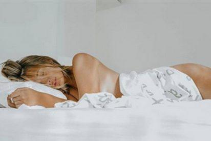 Un 'calentorro' Risto Mejide fotografía a Laura Escanes desnuda durante su luna de miel y la exhibe en las redes