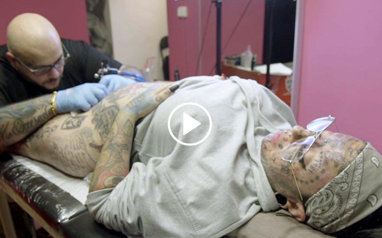 'Samanta y…': Esta mujer se tatúa hasta en el clítoris