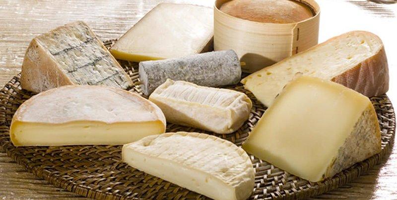 No se te ocurra ni de broma envolver el queso en papel transparente