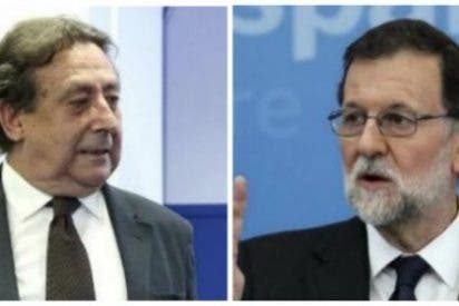 """Alfonso Ussía despelleja a un """"cobarde e indolente"""" PP y manda al INEM a Soraya Sáenz de Santamaría"""