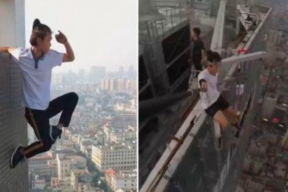 [VIDEO] Este alpinista urbano cae al vacío desde lo alto de un edificio de 62 pisos